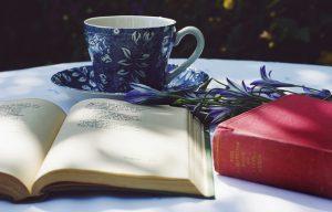 desayuno y libro