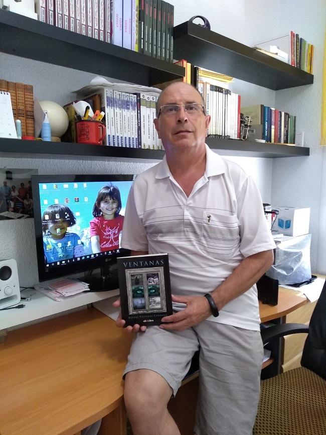 """Rafael Villegas, con el libro """"Ventanas"""""""